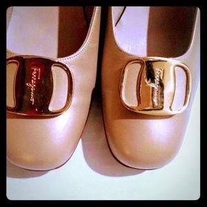 Salvatore Ferragamo Cream Authentic Shoes Size 9